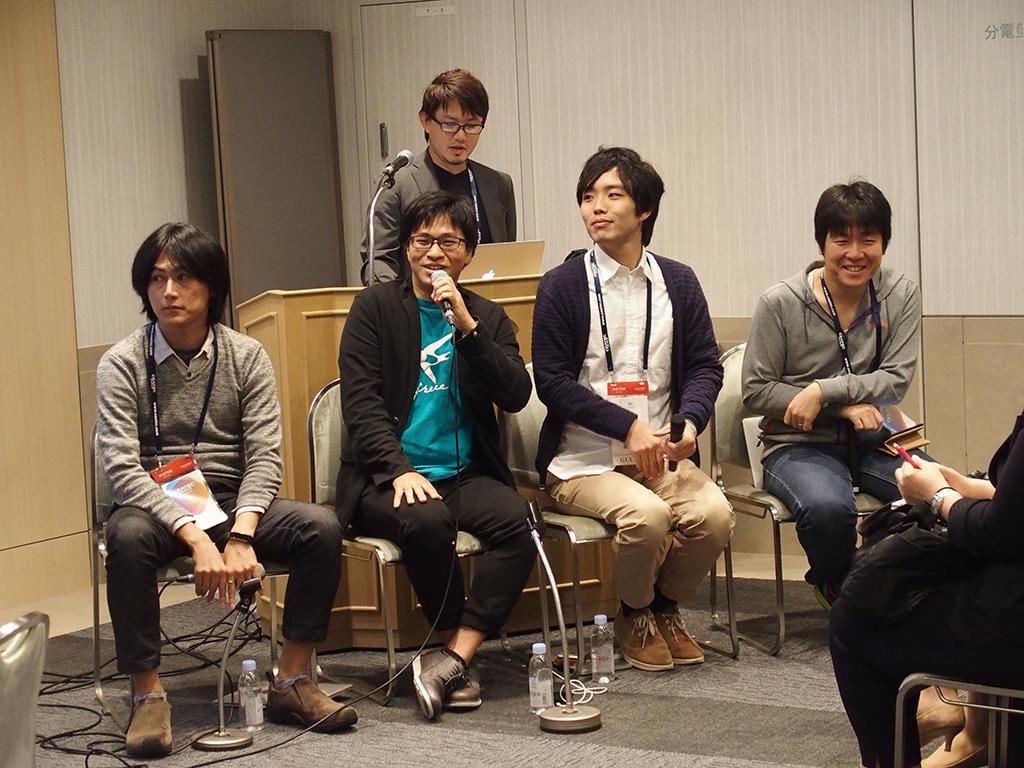 前列:左から秋山氏、伊原氏、小林氏、佐藤氏、後列:山中氏